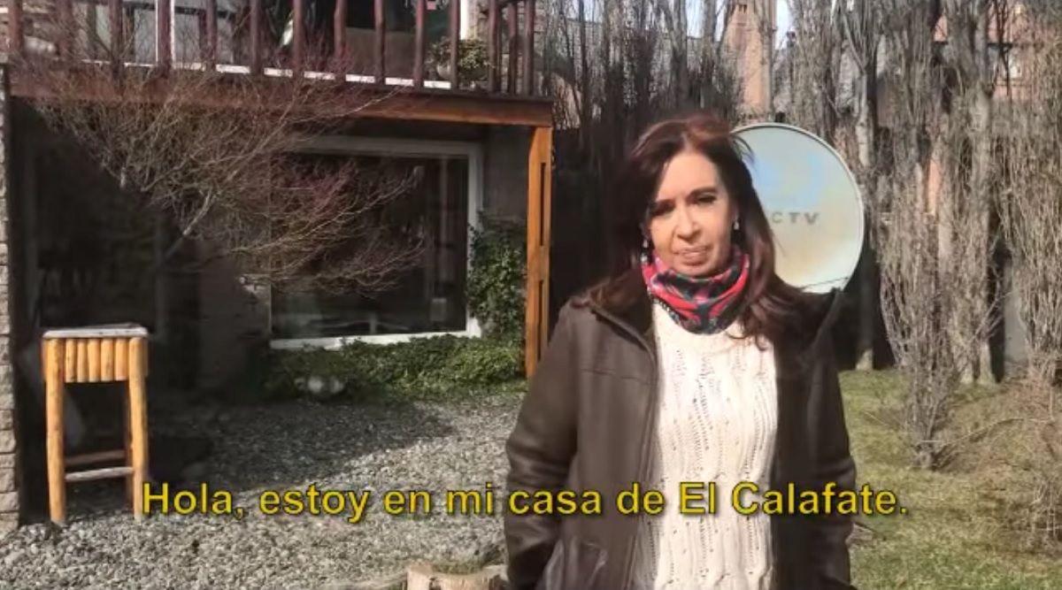 Se llevaron hasta un rosario: Cristina Kirchner mostró cómo quedó su casa tras el allanamiento de Bonadio