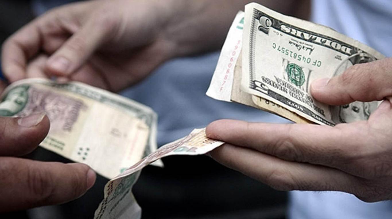 Tras la renuncia de Caputo, el dólar se disparó y aumentó 77 centavos