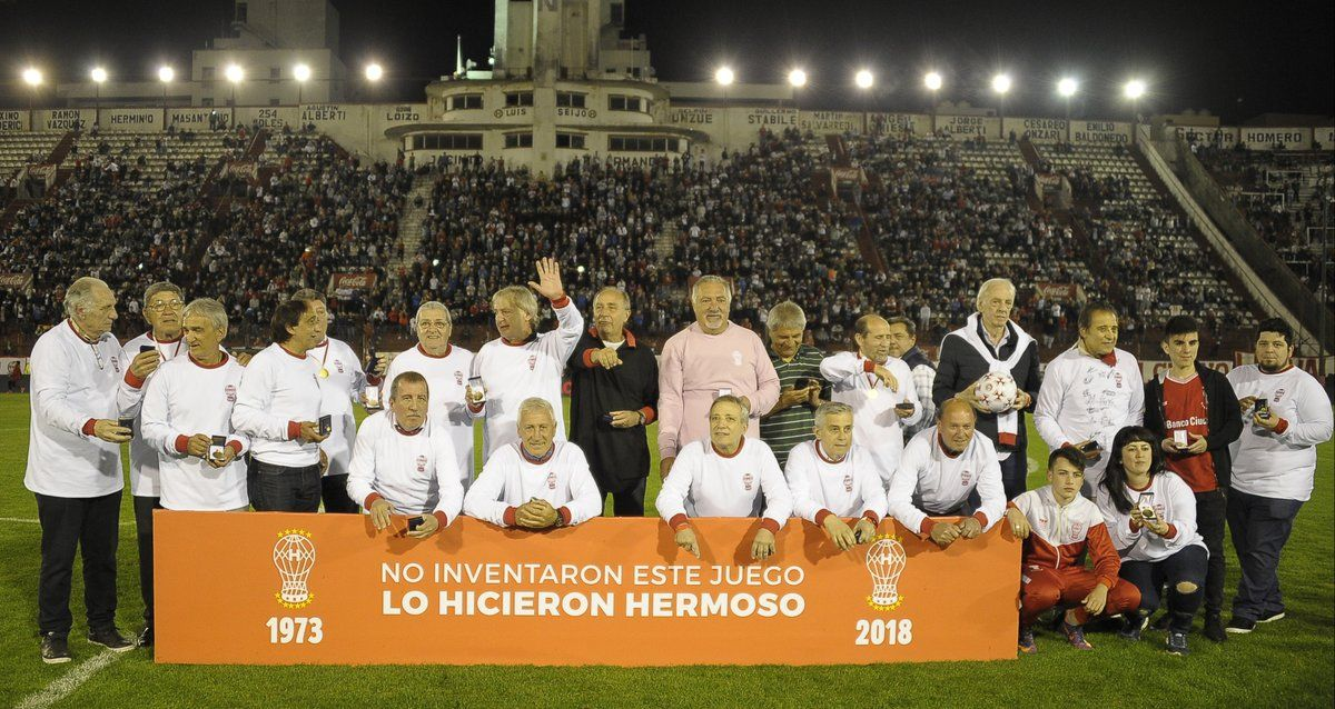 Los campeones del 73 fueron recordados antes del partido