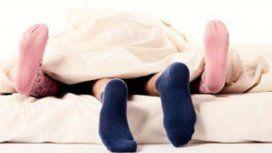 El fin de un mito: con medias se tiene mejor sexo y se duerme mejor
