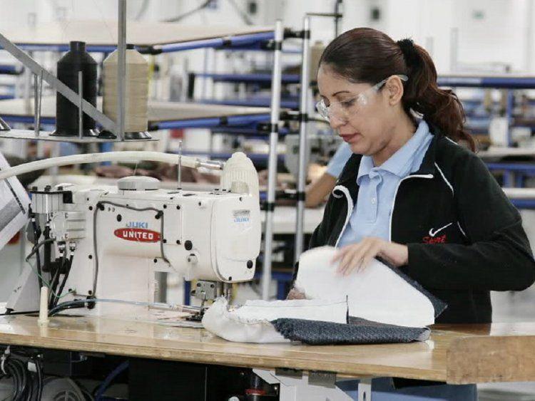 Taller de ropa, industria textil - Crédito: Télam