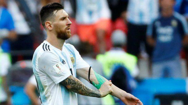 Una de las últimas imágenes de Lionel Messi con la cinta de capitán de la Selección argentina<br>