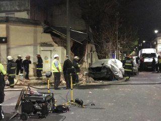 explosion y derrumbe en una casa de monte castro: hay cuatro heridos