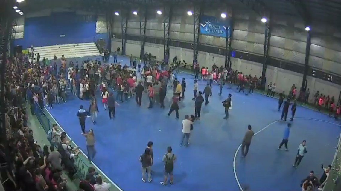 Batalla campal en la final del futsal femenino entre San Lorenzo y Huracán