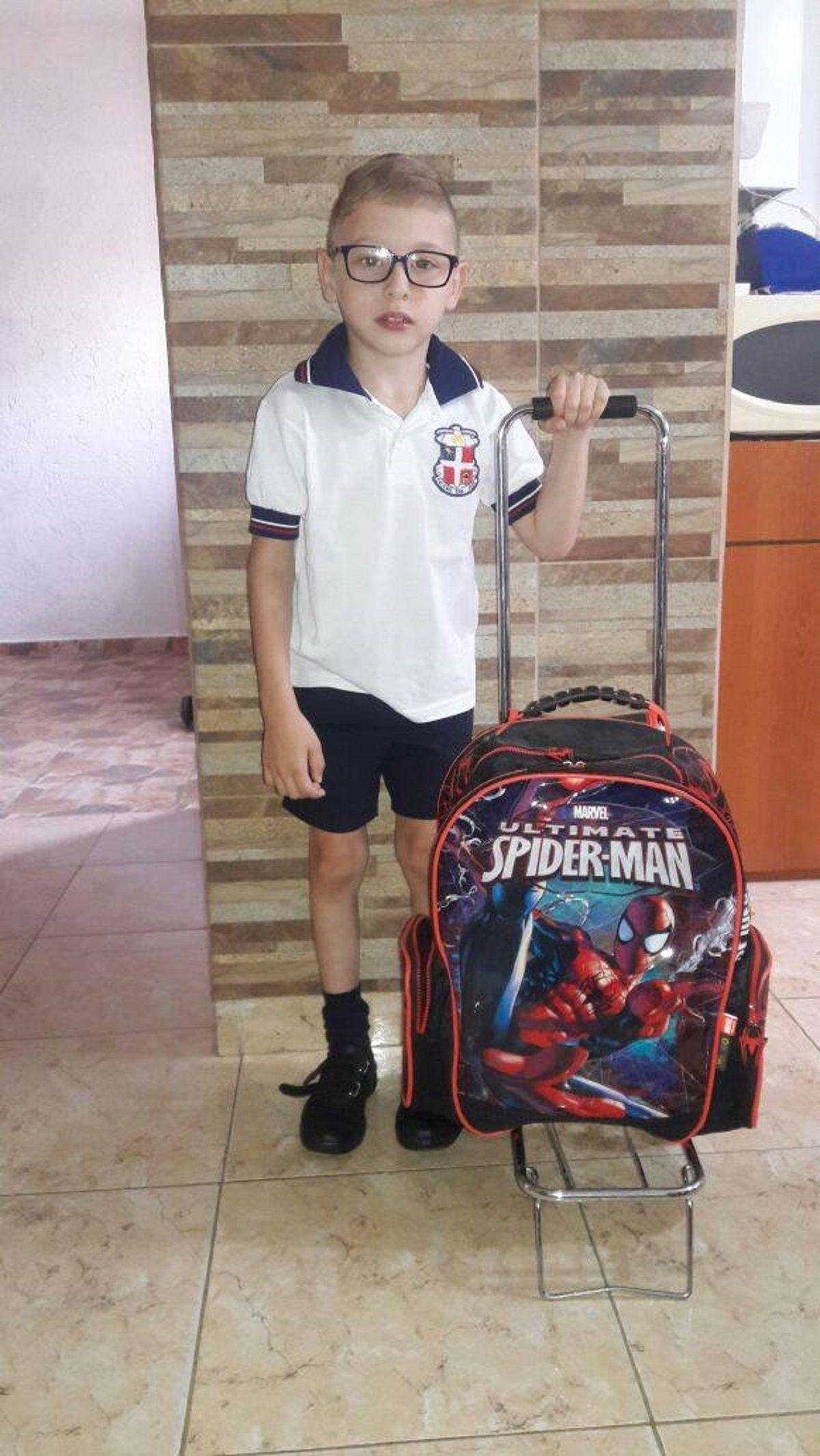 Nacho Maujo yendo a la escuela