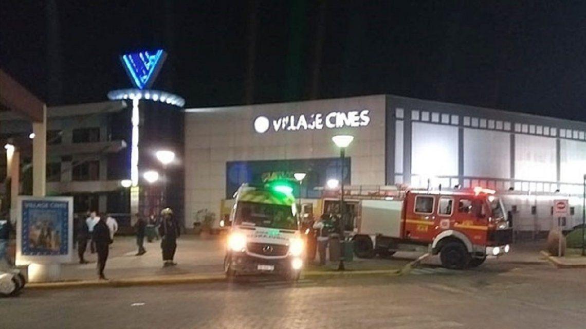 BS.AS.: Pánico y evacuación en un cine de Pilar por un dispositivo encontrado en un baño