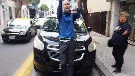 Escupitajos y pelea en plena Ciudad: la violenta reacción de un taxista contra una ciclista