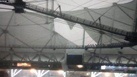 El techo del estadio único por el temporal