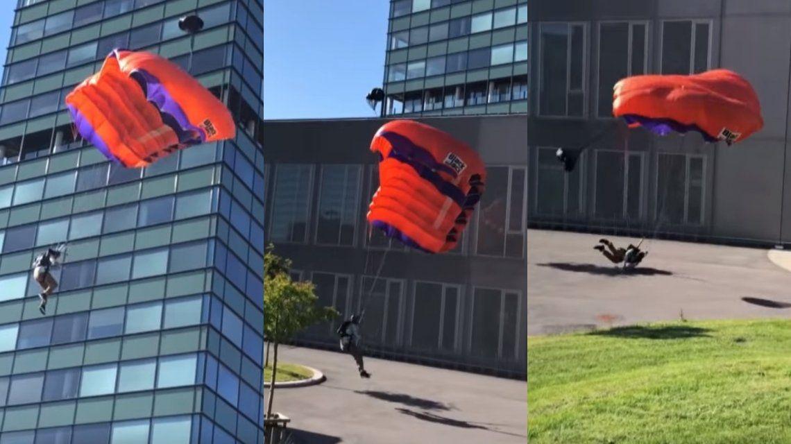 VIDEO: Saltó desde un edificio en paracaídas y se rompió las piernas