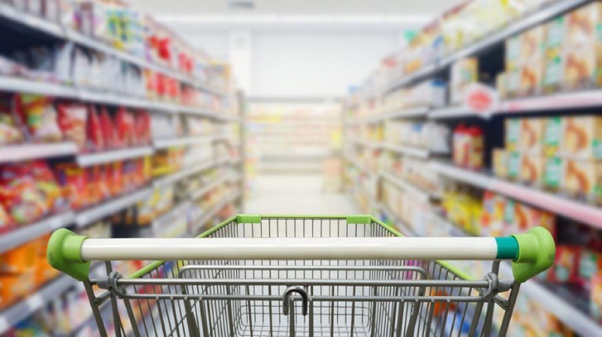 Las ventas de supermercados y shoppings cayeron por quinto mes consecutivo