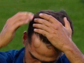 Emmanuel Mas exhibe el chichón tras el golpazo con Rafael Santos Borré