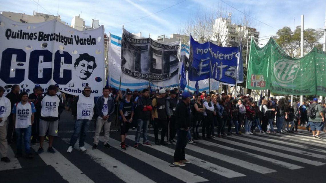 Puente Pueyrredón: manifestantes quieren hacer un acto y la Prefectura se lo impide