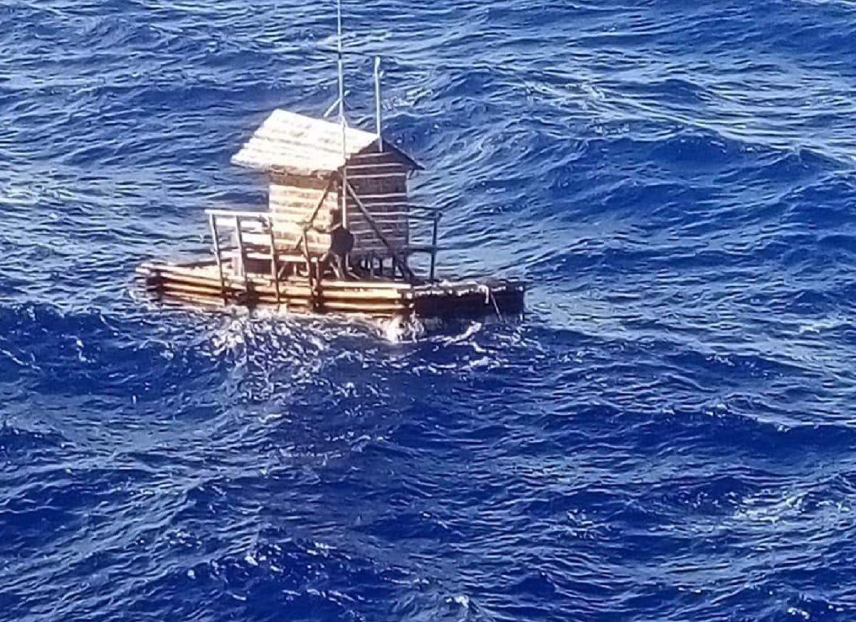 Sobrevivió 48 días a la deriva adentro de una cabaña en el medio del mar