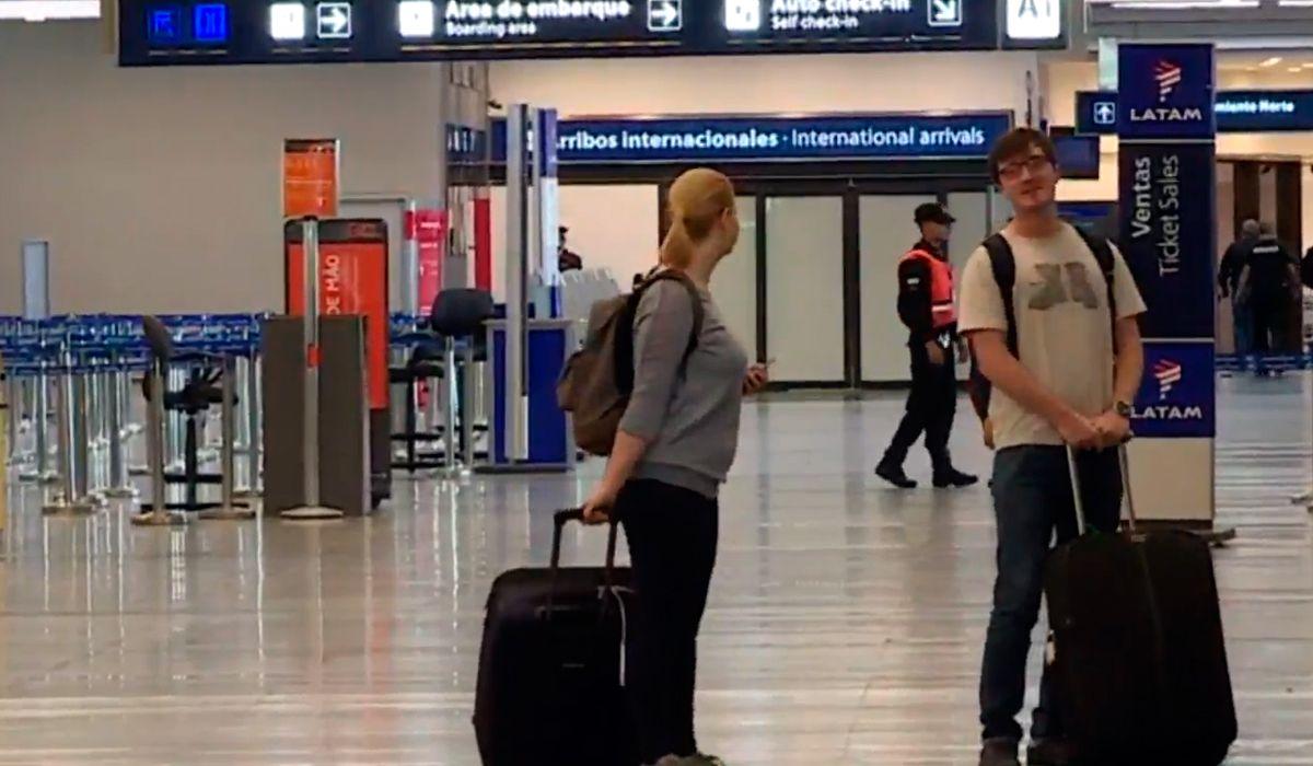Dos turistas fueron a Aeroparque a pesar del paro general