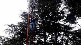 Rescataron a un operario que quiso quitarse la vida desde una antena a 120 metros de altura