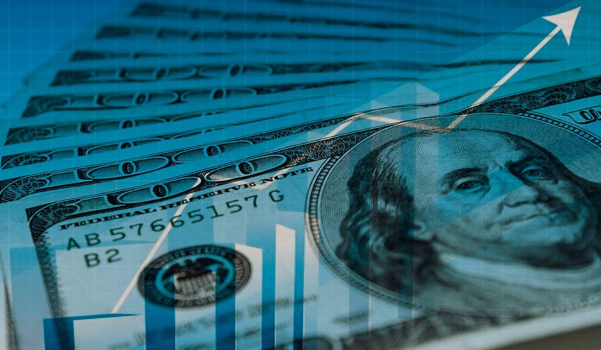 El dólar subió otros 36 centavos y cerró al filo de los 42 pesos