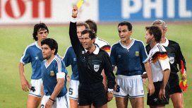 Diego Maradona fue amonestado por el polémico Codesal