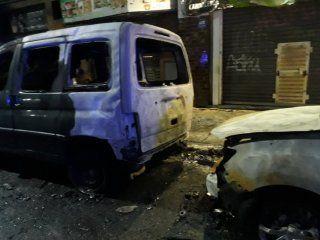 quemacoches destrozaron un auto acusandolo de ser un uber