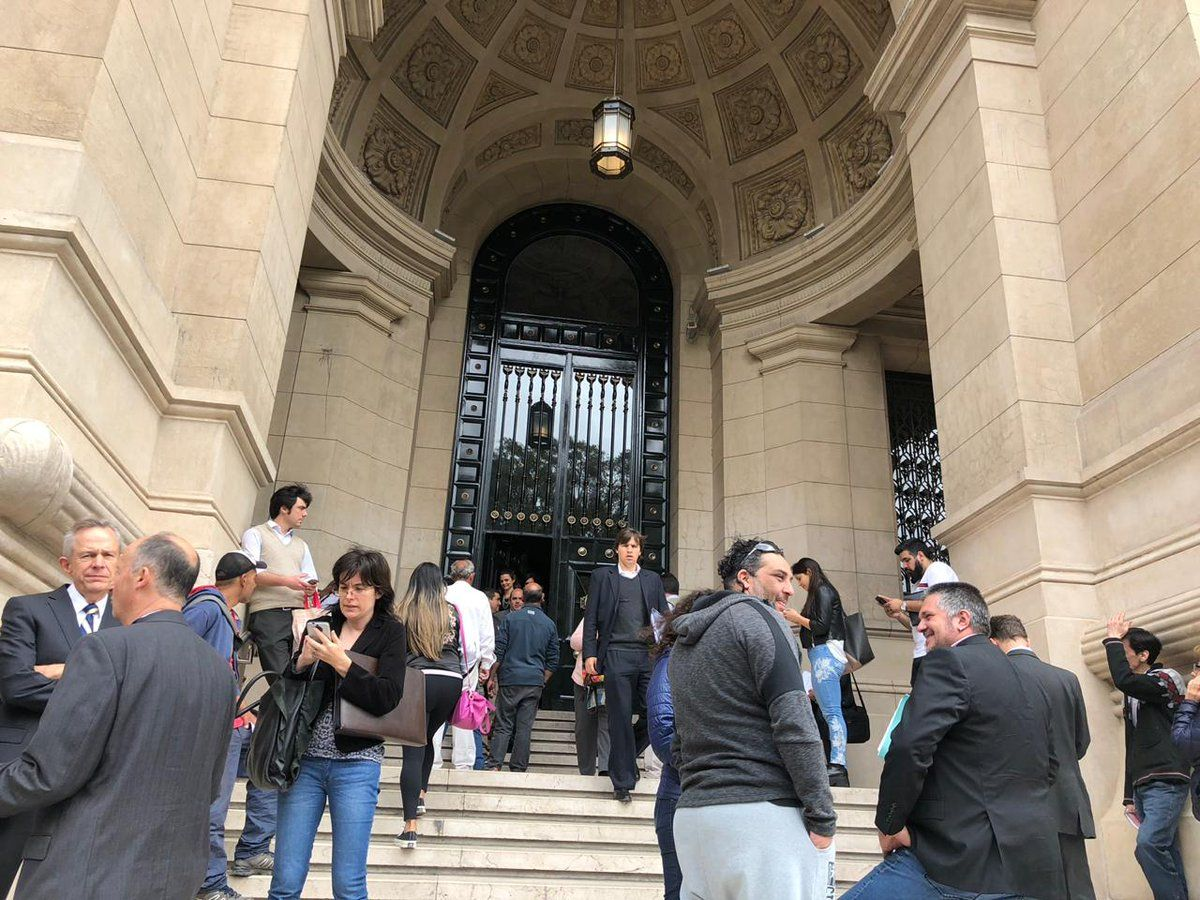 Evacuaron los tribunales de la calle Talcahuano por una amenaza de bomba