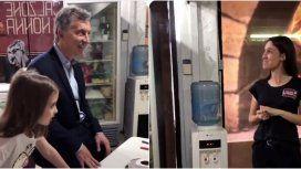 Mauricio Macri visitó una pizzería y alertó que habrá recesión