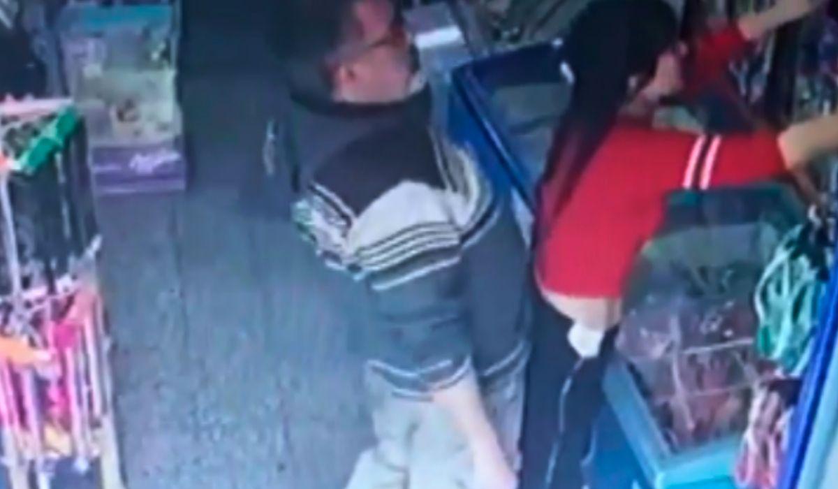 El sujeto aprovechó el descuido de la trabajadora para acosarla