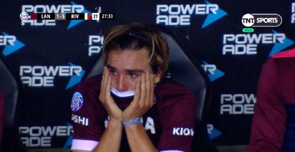 El llanto desconsolado de De la Vega, la promesa de Lanús, tras la derrota con River