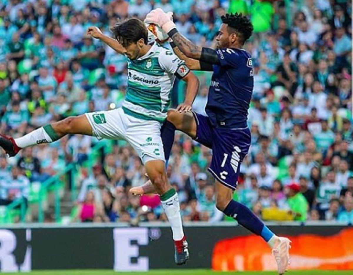 El arquero que quiere Boca se comió cuatro tantos y es el más goleado de la Liga mexicana