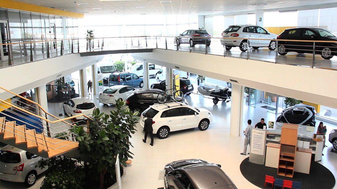 En el comienzo de 2019 las concesionarias de autos venden apenas la mitad que hace un año