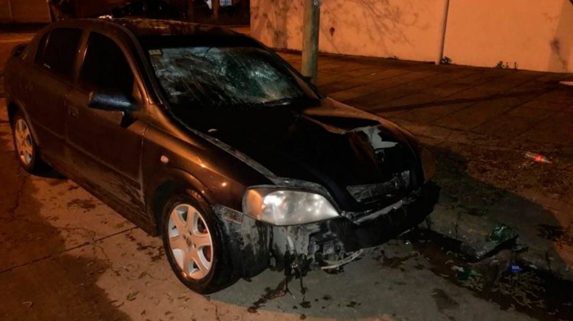 Así quedó el auto del conductor que la atropelló