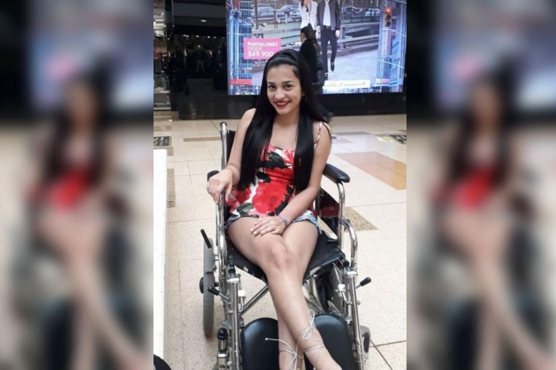 Estaba embarazada, se tatuó y quedó en silla de ruedas