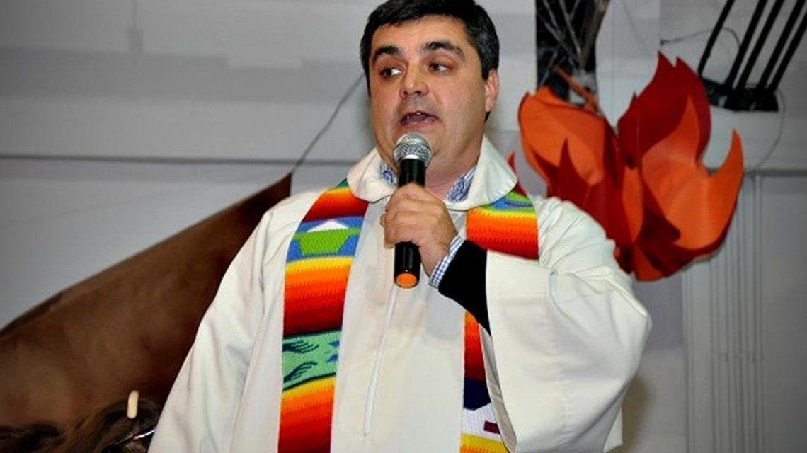 Le robaron al Obispo auxiliar de Quilmes: le sacaron hasta el báculo