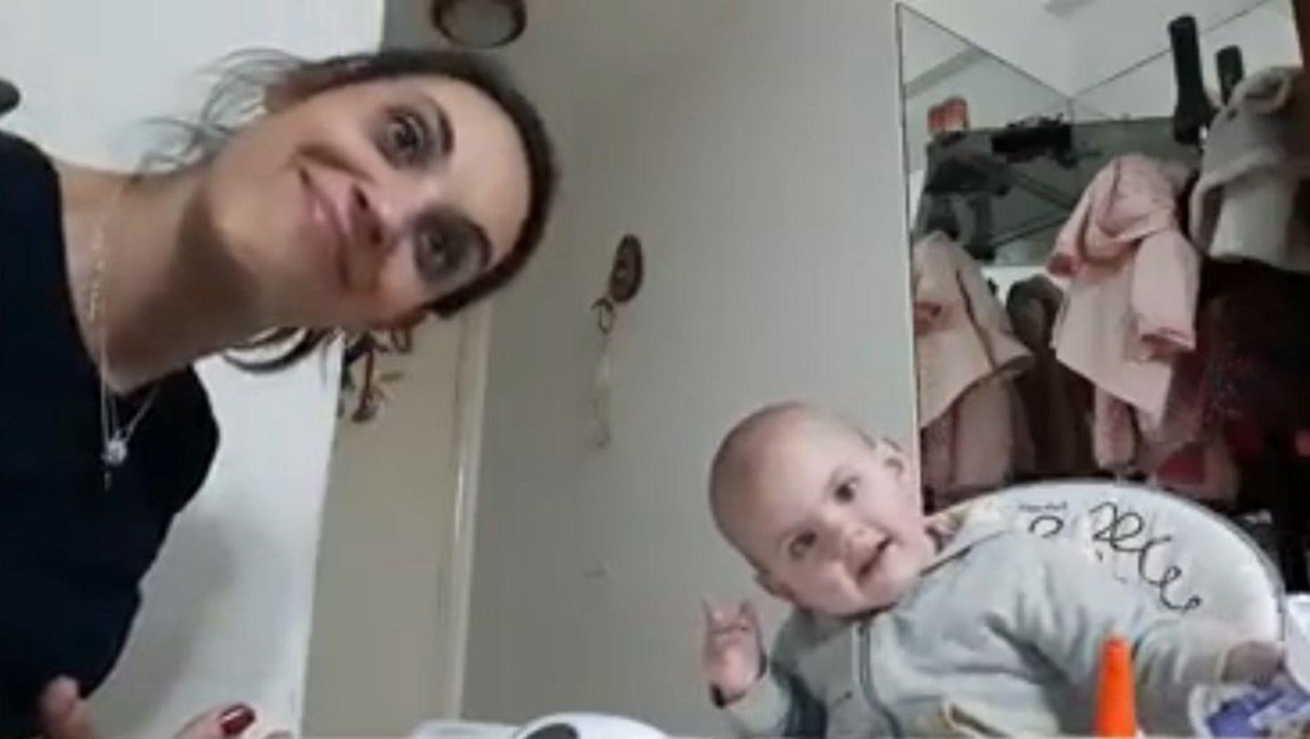 VIDEO: La desopilante charla de una madre con su beba que se niega a comer