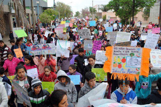 Más de dos mil niños se movilizaron para reclamar justicia por el crimen de Marito Satlo. Télam