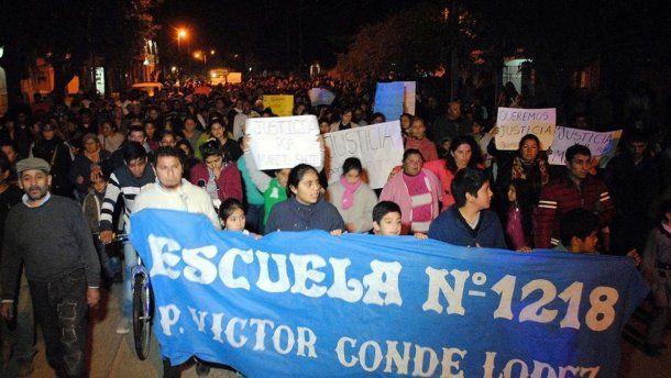 Vecinos, amigos y familiares de Mario  Salto, en una de las marchas para reclamar justicia. Télam.