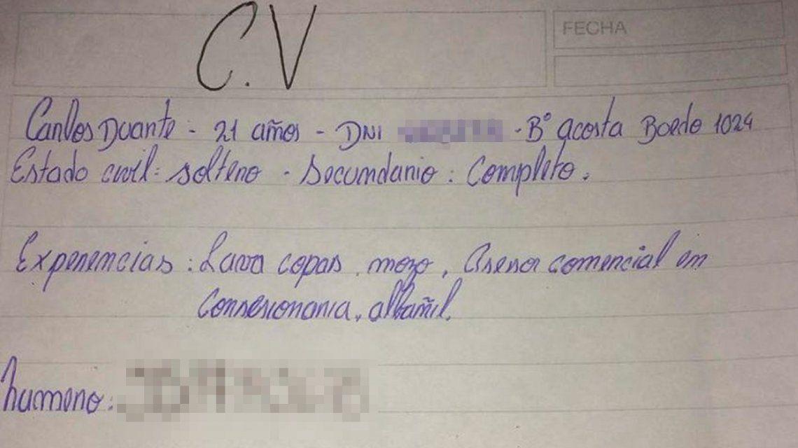 Córdoba: una encargada recibió un CV escrito a mano e inició una campaña en las redes