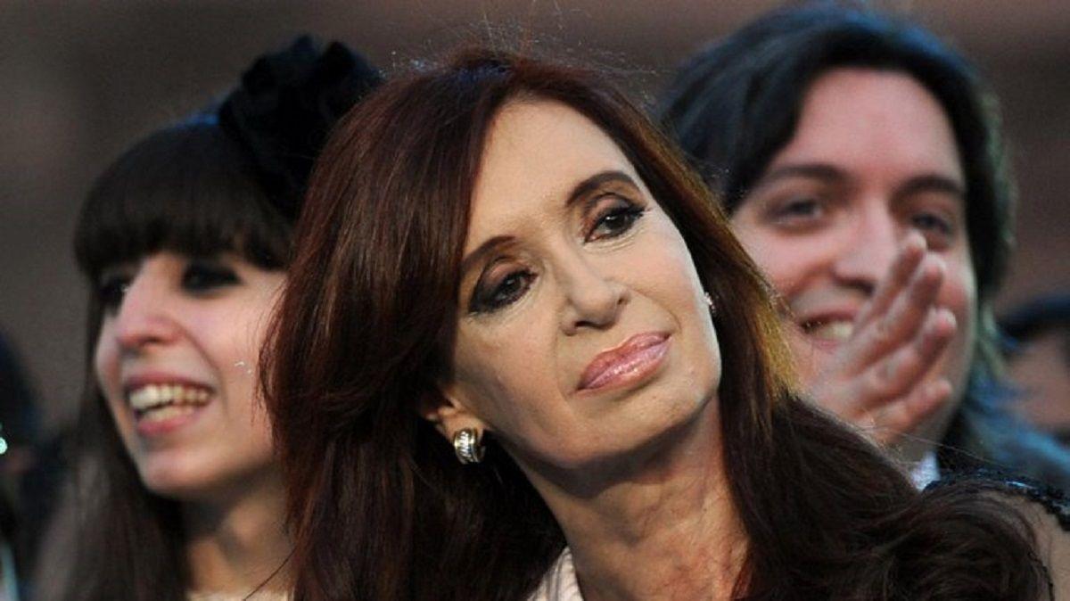 La Cámara confirmó el procesamiento de Cristina y sus hijos en la causa Hotesur
