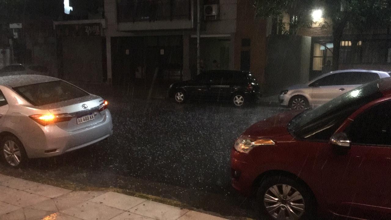 Caída de granizo en el barrio porteño de Colegiales.