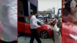 VIDEO: Así fue el blooper con un 0Km en una concesionaria de Lanús