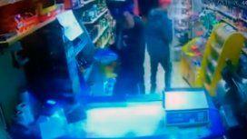 Violento asalto a un kiosco: antes de irse le dispararon a la cámara de seguridad