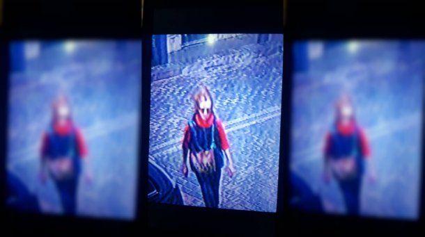 La filmación en la que se ve a la mujer detenida por el crimen de la nena en Flores<br>