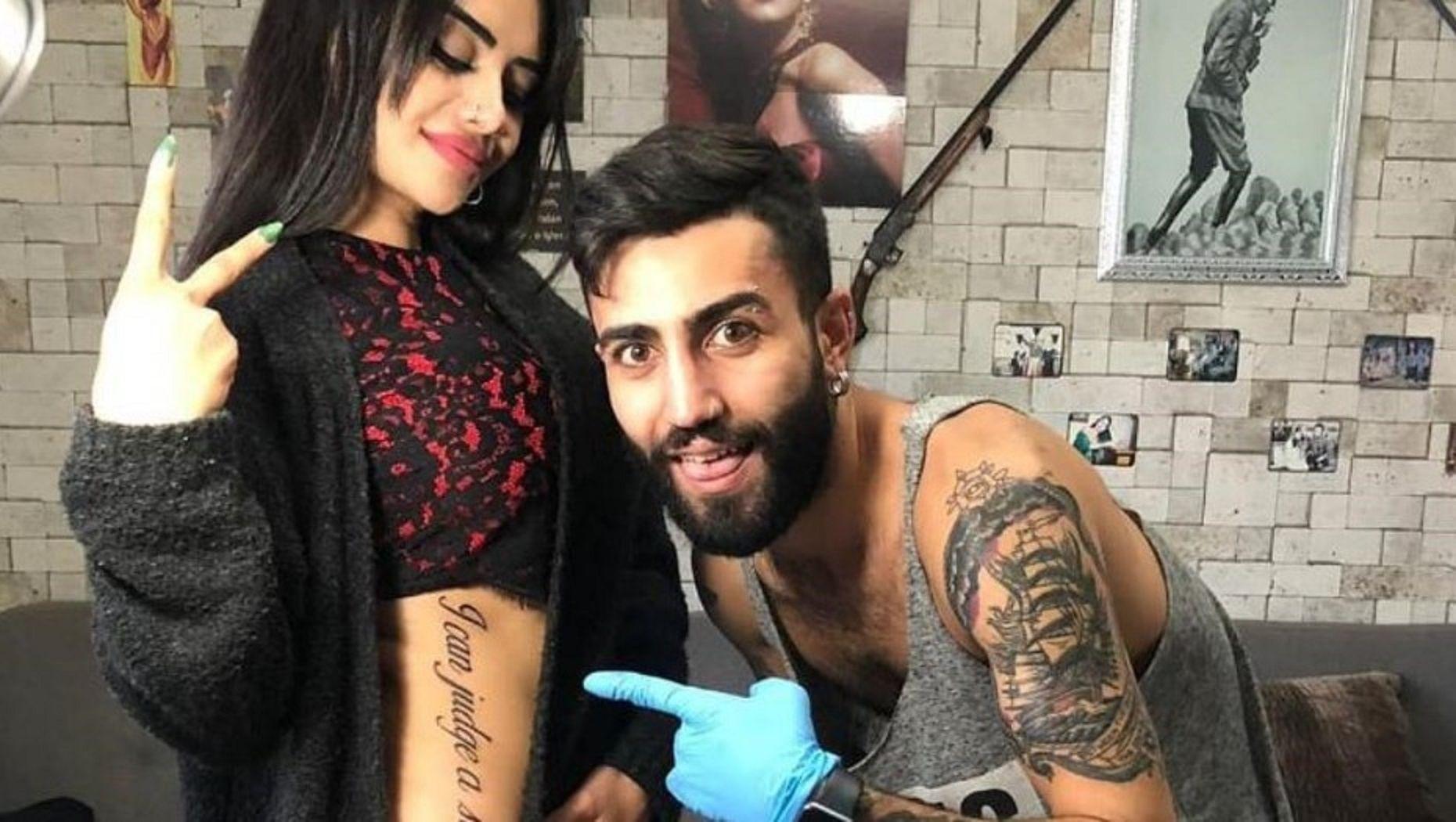 Se hizo un enorme tatuaje en inglés pero un error en la traducción la dejó en ridículo