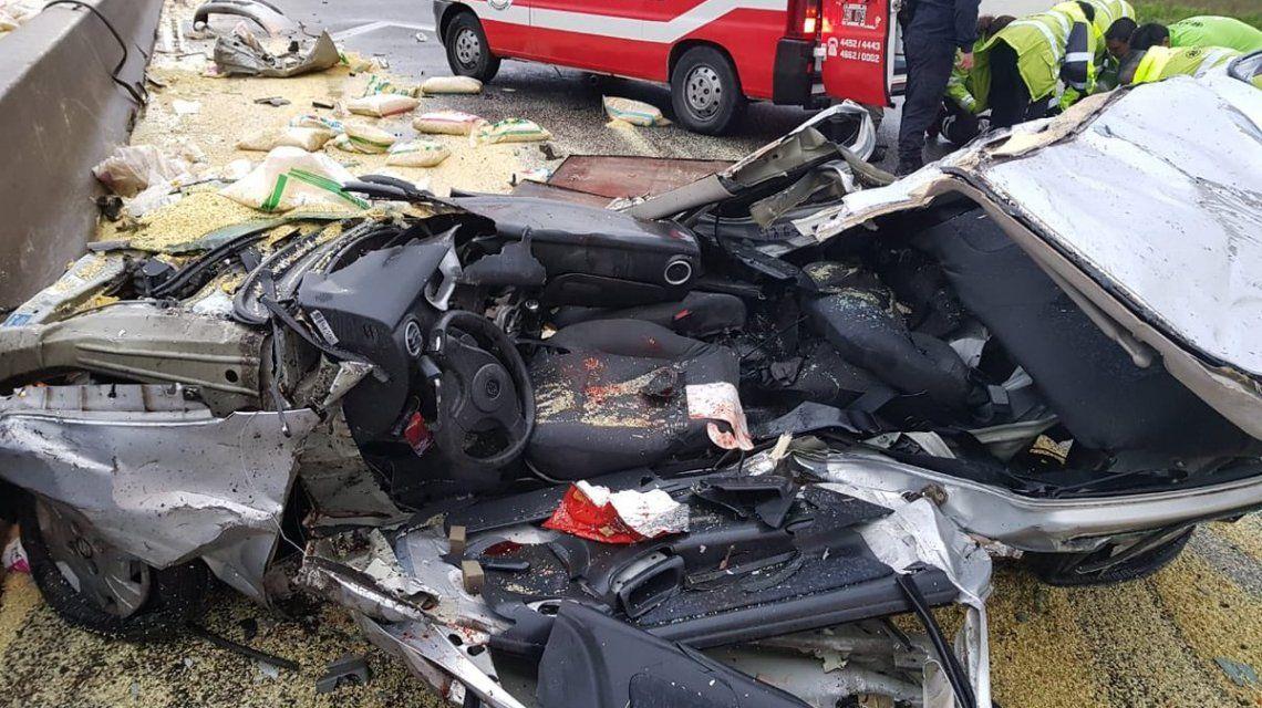 Choque en la Buenos Aires - La Plata entre 4 autos: hay una persona en grave estado