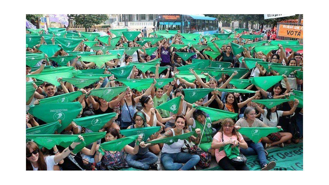 Una multitud participa del 33° Encuentro Nacional de Mujeres en Chubut