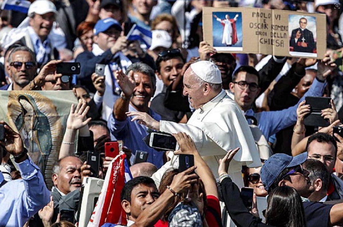 El Papa Francisco proclamó santo a Óscar Romero