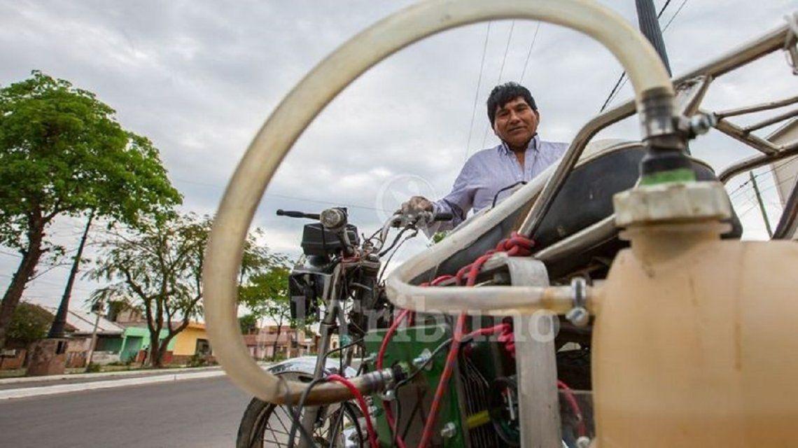 Construyó un motor que funciona en base a agua - Crédito: El Tribuno/Javier Corbalán