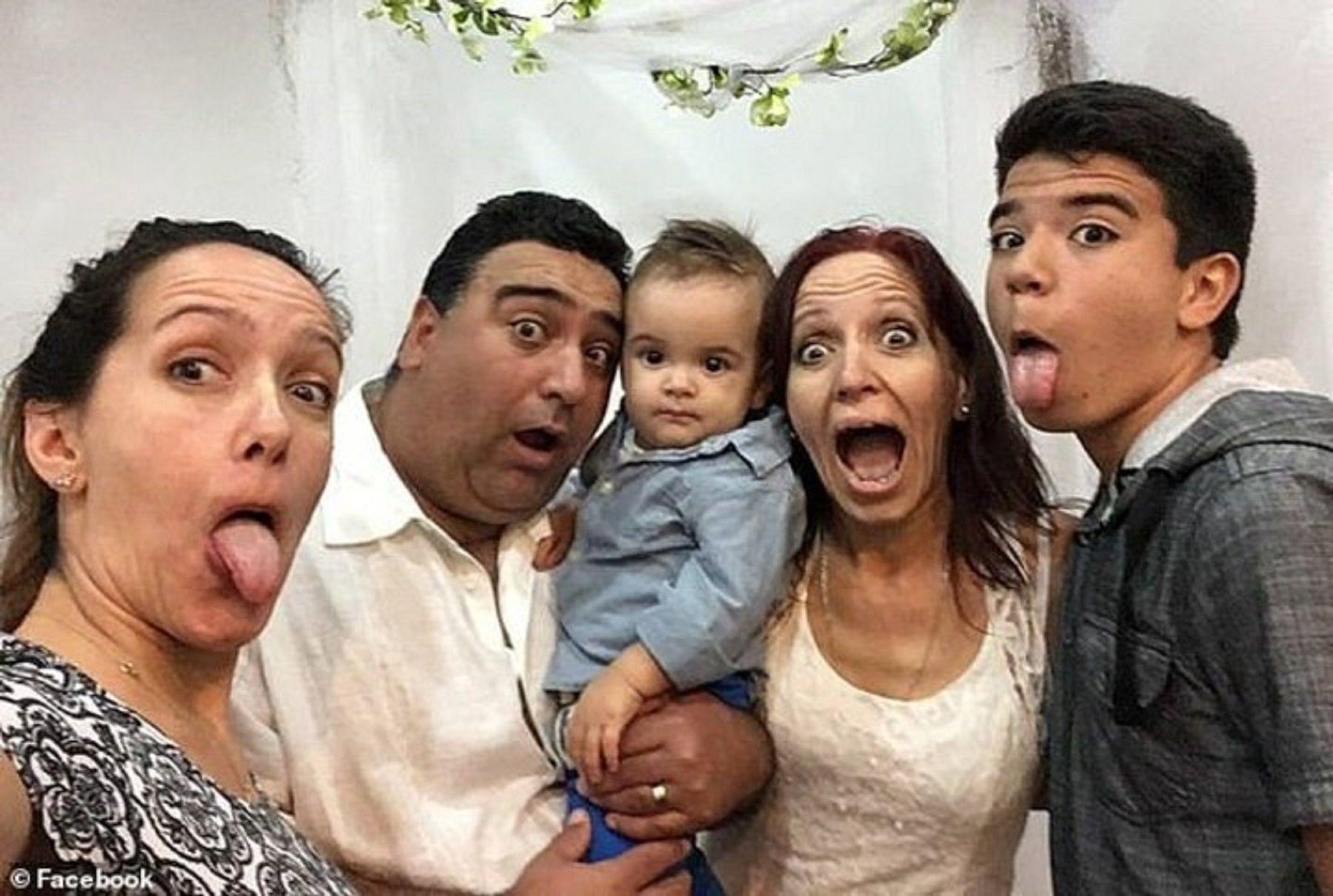 Flavio Musmanno junto a sus hijos y nieto.