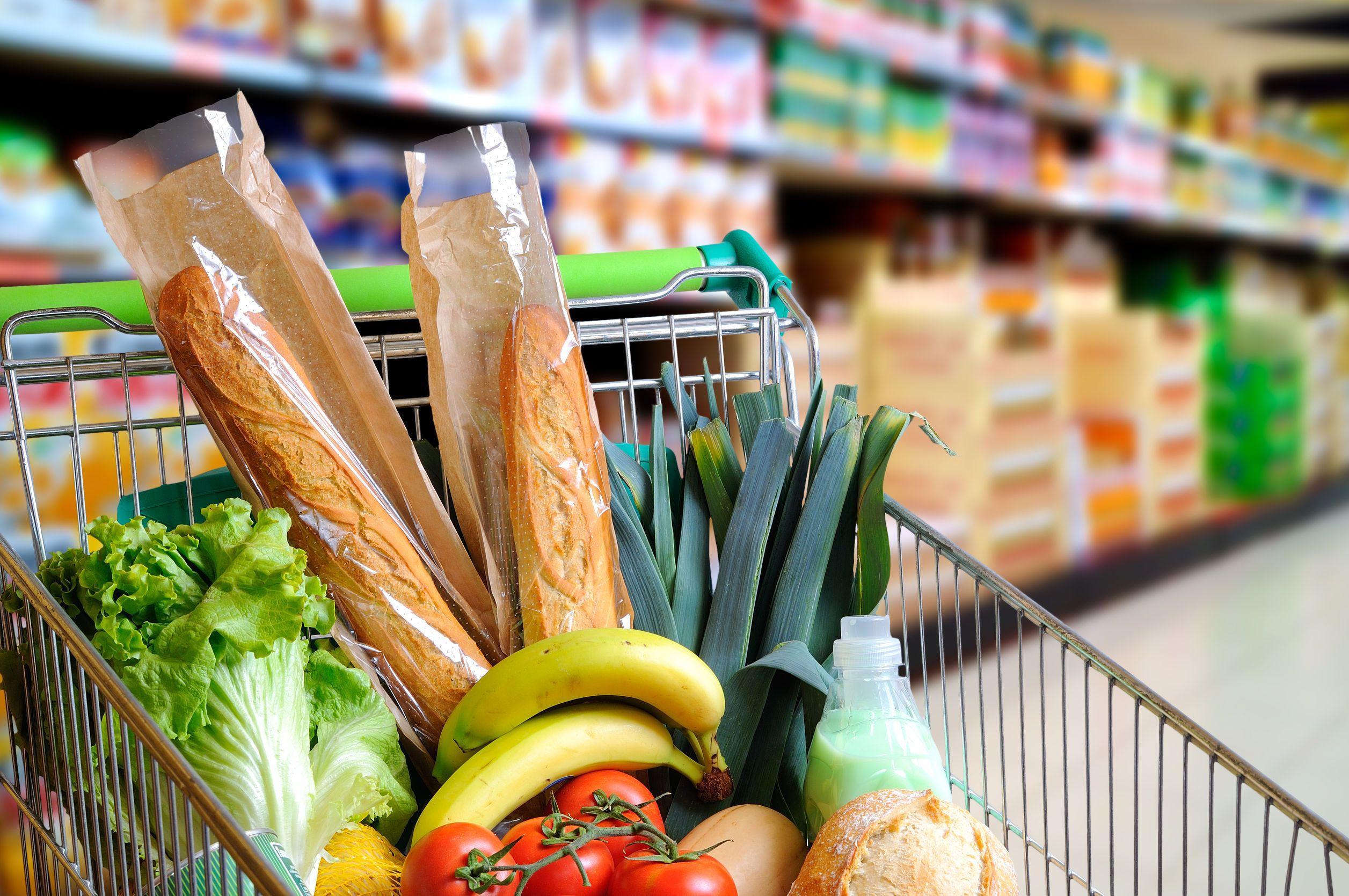 En tres años, los productos de la canasta básica subieron el doble que los salarios