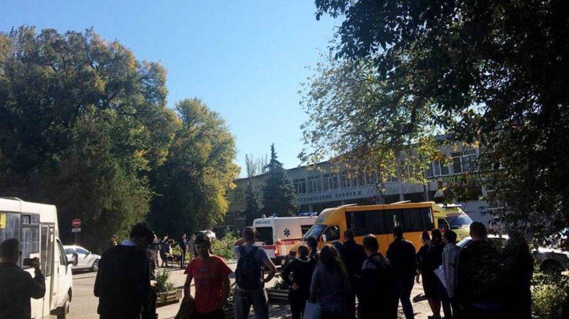 Explosión y tiros contra profesores y alumnos en un colegio de Crimea: hay al menos 19 muertos