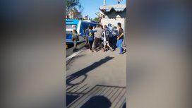 VIDEO: Terrible pelea entre pasajeros dejó al tren Sarmiento sin servicio
