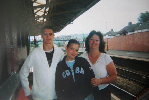Esta fue la última foto de Sutton con su hermana y su madre